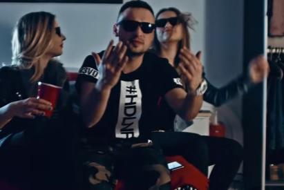 Headlinerz – Om Nom Nom (Remix)
