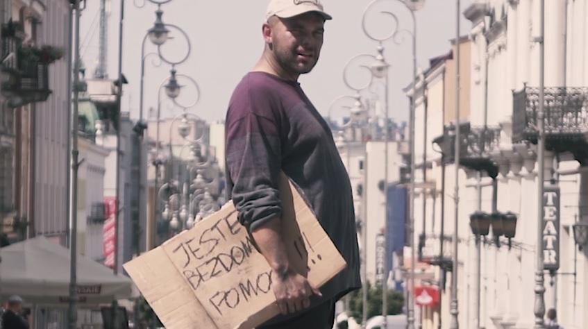 """""""Dawca"""" – Czyli Tau jako bezdomny w nowym klipie!"""